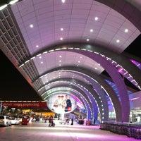 10/5/2013 tarihinde Guennadi M.ziyaretçi tarafından Dubai Uluslararası Havalimanı (DXB)'de çekilen fotoğraf