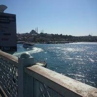 รูปภาพถ่ายที่ Galata Köprüsü โดย Esra ş. เมื่อ 7/23/2013