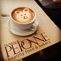 Foto tomada en Peponne Healthy Food & Bakery por Ana G M. el 12/20/2012