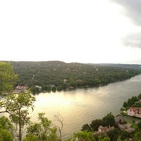 Foto tomada en Covert Park at Mt. Bonnell  por Joe H. el 7/17/2013