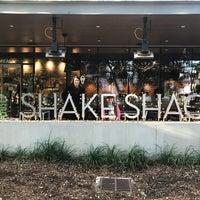 Das Foto wurde bei Shake Shack von Javier M. am 12/23/2017 aufgenommen