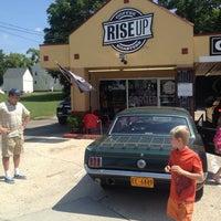 Foto tirada no(a) Rise Up Coffee por Mike F. em 8/31/2013