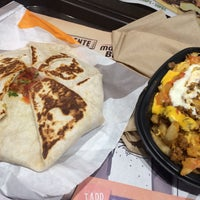 Photo taken at Taco Bell by Noelia M. on 5/22/2016