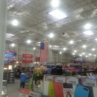 Photo taken at BJ's Wholesale Club by Lonny B. on 3/15/2014