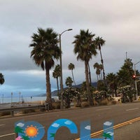 Photo taken at Pacific Palisades Beach by عبدالله ب. on 10/31/2016