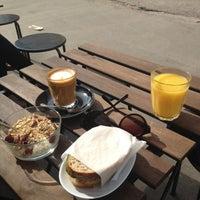 5/13/2013 tarihinde Anna V.ziyaretçi tarafından Good Life Coffee'de çekilen fotoğraf