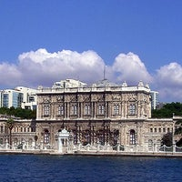 Photo taken at Dolmabahçe Palace by Yedi Tepeli Kent on 7/29/2013