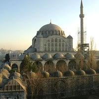 Das Foto wurde bei Edirnekapı Mihrimah-Sultan-Moschee von Yedi Tepeli Kent am 7/23/2013 aufgenommen