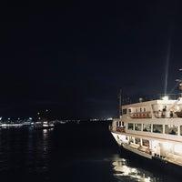 รูปภาพถ่ายที่ İstanbul Kitap Kafe โดย Şeyma A. เมื่อ 9/28/2018
