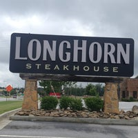 Photo taken at LongHorn Steakhouse by Courtney V. on 7/14/2013