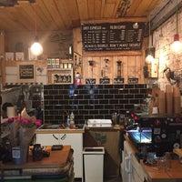 Foto tomada en Double Shot Coffee Shop por Adley el 3/19/2017