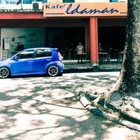 Photo taken at Kafe Idaman by Awangku Omar A. on 4/23/2014