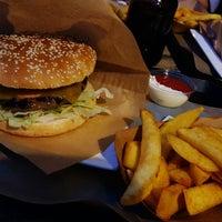 Das Foto wurde bei Burgermeister von Thomas S. am 9/1/2016 aufgenommen