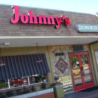 Das Foto wurde bei Johnny's Italian Restaurant von Alexis L. am 8/3/2013 aufgenommen