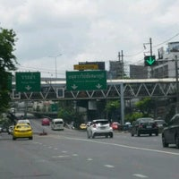 Photo taken at Sam Liam Din Daeng Junction by Lita on 4/16/2017