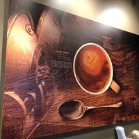 Снимок сделан в Peets Coffee & Tea пользователем Neal E. 5/17/2018