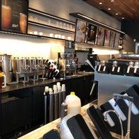 Foto tomada en Starbucks por Neal E. el 7/25/2018