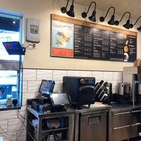 Foto tomada en Peets Coffee & Tea por Neal E. el 9/18/2018