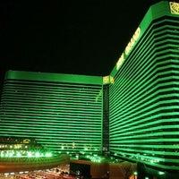 7/15/2013 tarihinde Al T.ziyaretçi tarafından MGM Grand Hotel & Casino'de çekilen fotoğraf