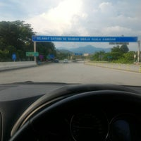 Photo taken at Plaza Tol Kuala Kangsar by Nazim M. on 12/30/2017