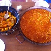 Foto scattata a Restaurante Marisqueria L'ham da Hector F. il 8/4/2013