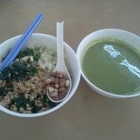 Photo taken at Restoran Peng Chu 枫味美食中心 by ee yern y. on 11/21/2012