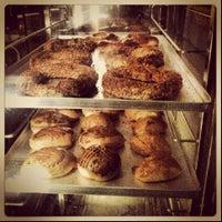 10/2/2013 tarihinde Karemel Lab Fırın C.ziyaretçi tarafından Karemel Lab Fırın Cafe'de çekilen fotoğraf