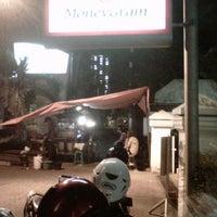 Photo taken at Bakmi Jowo CIMB Niaga (eks Lippo) by Herman M. on 9/23/2012