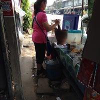 Photo taken at สี่แยกรัชดา by kwan k. on 3/6/2014