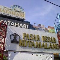 Photo taken at Pasar Besar Kota Malang by Benny T. on 5/24/2013