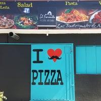 Photo taken at Il Fornito Pizzeria by Rafa A. on 11/26/2016