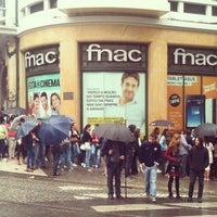 Foto tirada no(a) Fnac por Francisco R. em 9/25/2013