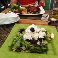 Das Foto wurde bei Amigos - Food Lounge von Lyuda L. am 8/29/2014 aufgenommen