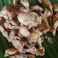 Photo taken at Chicken Bacolod by Rowie L. on 9/5/2014