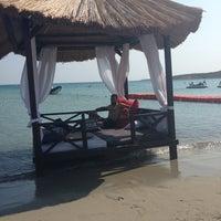 Das Foto wurde bei Alaçatı Beach Resort von Ismail Y. am 7/17/2013 aufgenommen