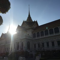 Photo prise au Dusit Maha Prasat Throne Hall par Wittaya P. le1/2/2018