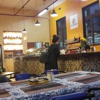 Foto diambil di Café Colombiano oleh Maria Helena A. pada 10/9/2018