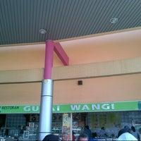 Photo taken at Restoran Gulai Wangi by Mohamed Fauzi Idris on 3/3/2013