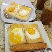 Photo taken at Kedai Kopi Sin Yoon Loong (新源隆茶餐室) by Jeff T. on 1/14/2013