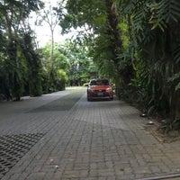 Photo taken at BaanKlangAow Beach Resort by Mild on 8/1/2016