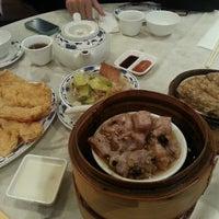 Photo taken at Big Gun Chinese Restaurant (廣州樓) by Mel C. on 7/23/2013