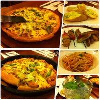 Photo taken at Pizza Hut by Aryoung N. on 8/9/2014