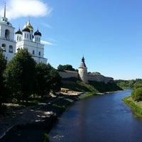 Снимок сделан в Псковский Кром (Кремль) / Pskov Krom (Kremlin) пользователем Anna Z. 7/18/2013