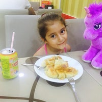 Снимок сделан в Sarıyer Börekçi пользователем Bircan 👩🏻 💕👧🏻  Ela 7/9/2016