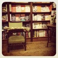 Das Foto wurde bei West End Lane Books von Ellie M. am 10/16/2013 aufgenommen