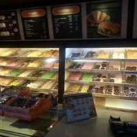 Photo taken at Dunkin' Donuts by Amimizu on 8/26/2013