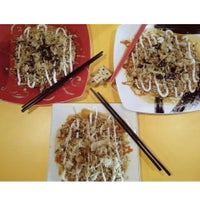Photo taken at Oki-i Okonomiyaki by Efrian Tirta Mona on 2/24/2015