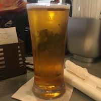 Photo taken at Sam Adams Atlanta Brew House- B Concourse by Ana Lilia R. on 4/24/2017