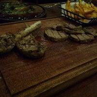 Foto tirada no(a) Meatlounge Steakhouse por Ayca E. em 1/29/2016