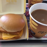 Photo taken at McDonald's by 翁庵 on 9/17/2016